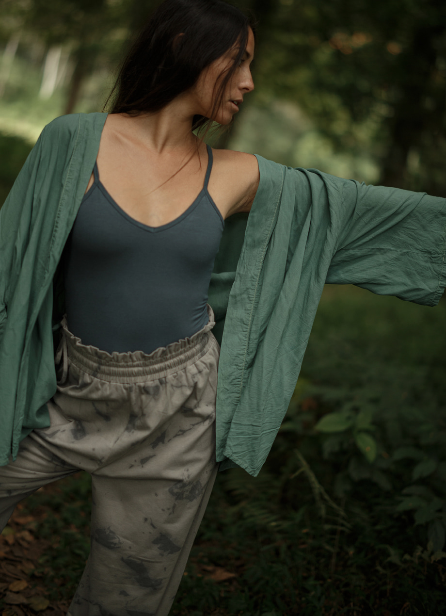 Natural plant-dye short cardigan
